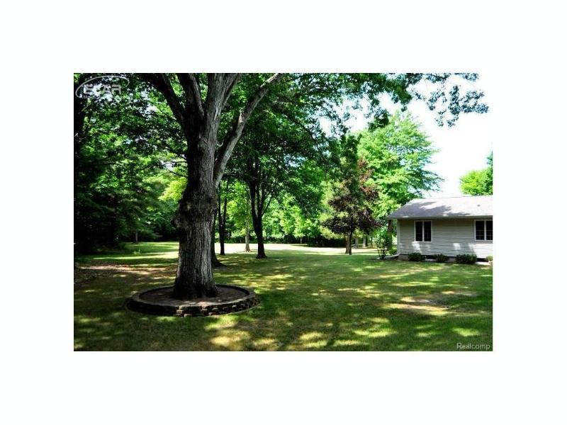 13681  Harris Rd,  Chesaning, MI 48616 by Remax Real Estate Team $298,500