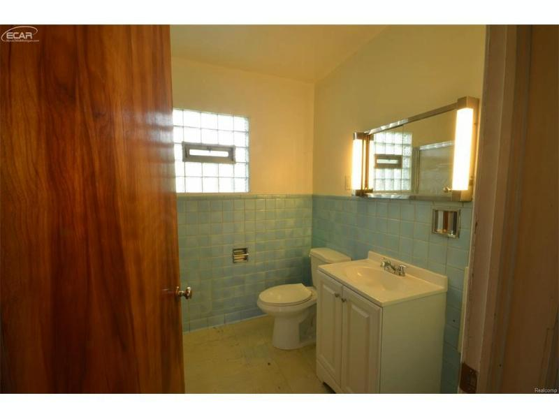 1539  Wisconsin Ave,  Flint, MI 48506 by Remax Select $475