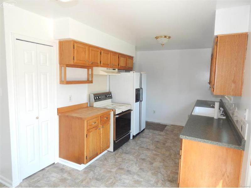 8061  Carpenter Rd,  Flushing, MI 48433 by Remax Town & Country $109,900