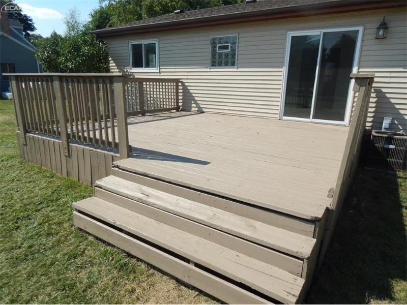 8061 Carpenter Road Flushing, MI 48433 by Remax Town & Country $114,900