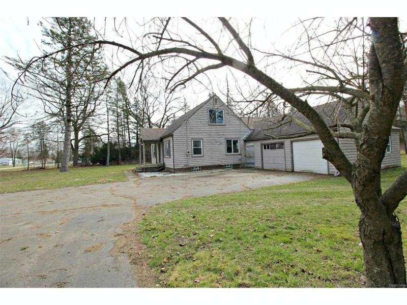 3394 E Carpenter Rd,  Flint, MI 48506 by Lucy Ham Group Inc $69,900