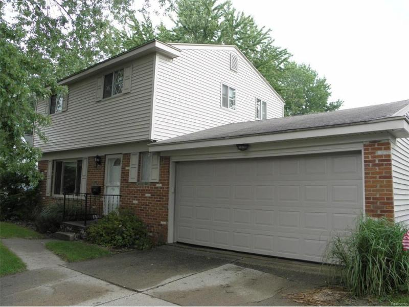 5247 Oakview Drive Swartz Creek, MI 48473 by Remax Town & Country $109,900
