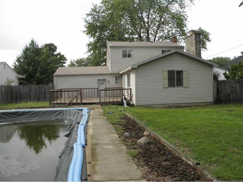 5247  Oakview Dr,  Swartz Creek, MI 48473 by Remax Town & Country $107,900
