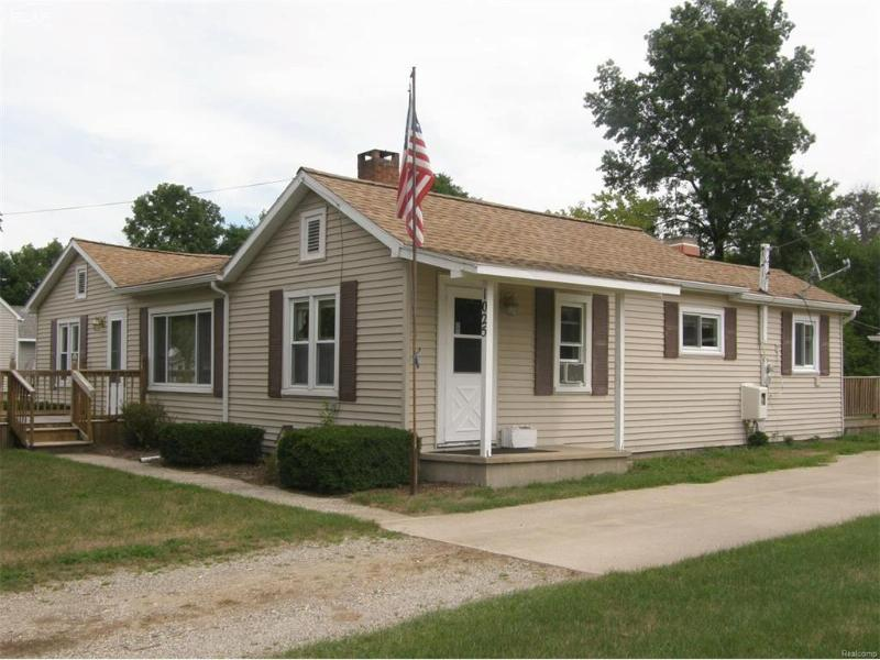 1025 S Front Street Chesaning, MI 48616 by Remax Tri County $99,500