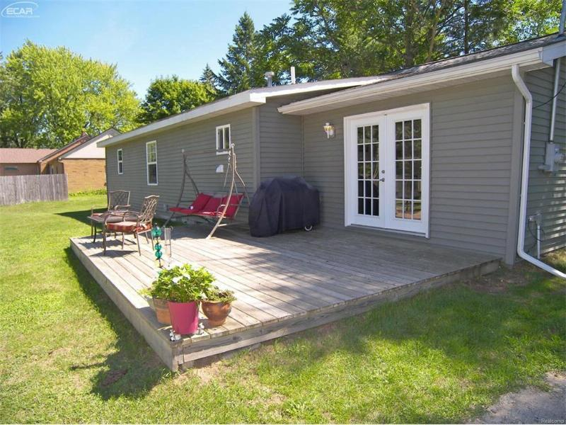 5160 Pasadena Avenue Flushing, MI 48433 by Remax Right Choice $109,900