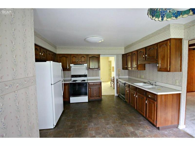 8497 Spy Del Drive Flushing, MI 48433 by Lucy Ham Group Inc $144,500