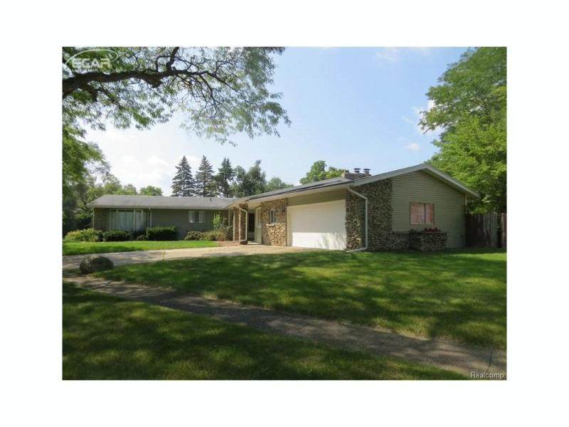 201  Bellewood Dr,  Flushing, MI 48433 by Century 21 Metro Brokers $137,700