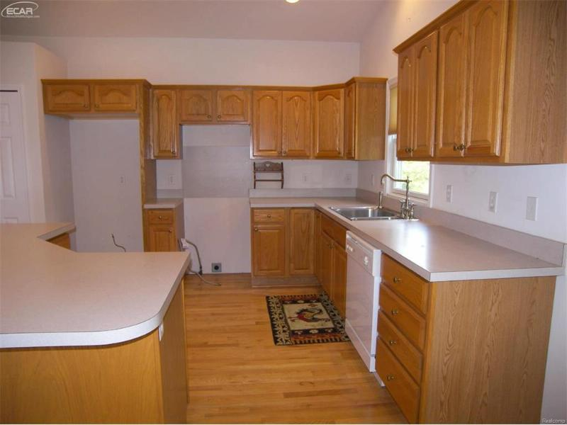 4104  Squire Hill Dr,  Flushing, MI 48433 by Remax Right Choice $124,900