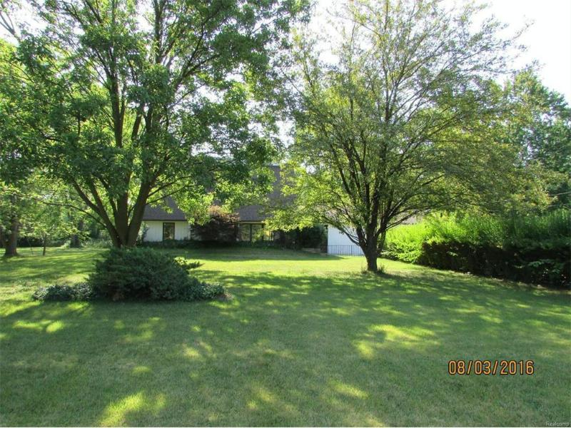 2092 Casaloma Court Flint, MI 48532 by Mcguirk Realty Inc. $59,000