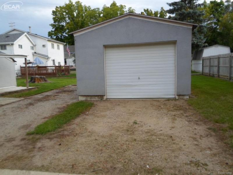 202 N Mckinley Rd,  Flushing, MI 48433 by Remax Select $45,000