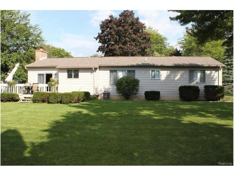 635  Muirland Dr,  Flushing, MI 48433 by Remax Town & Country $137,000