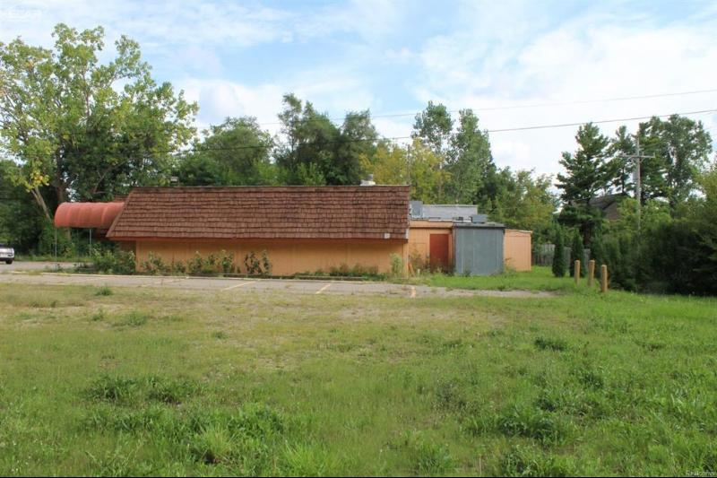 10063  Dixie Hwy,  Clarkston, MI 48348 by Remax Grande $179,900
