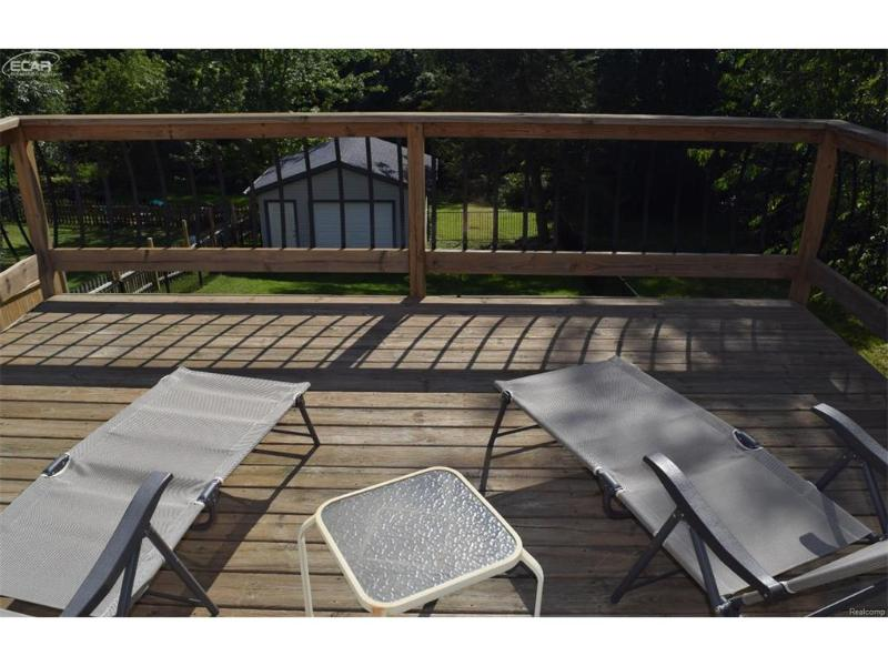 9511 Portage Trail White Lake, MI 48386 by Vision Realty Centers $219,900
