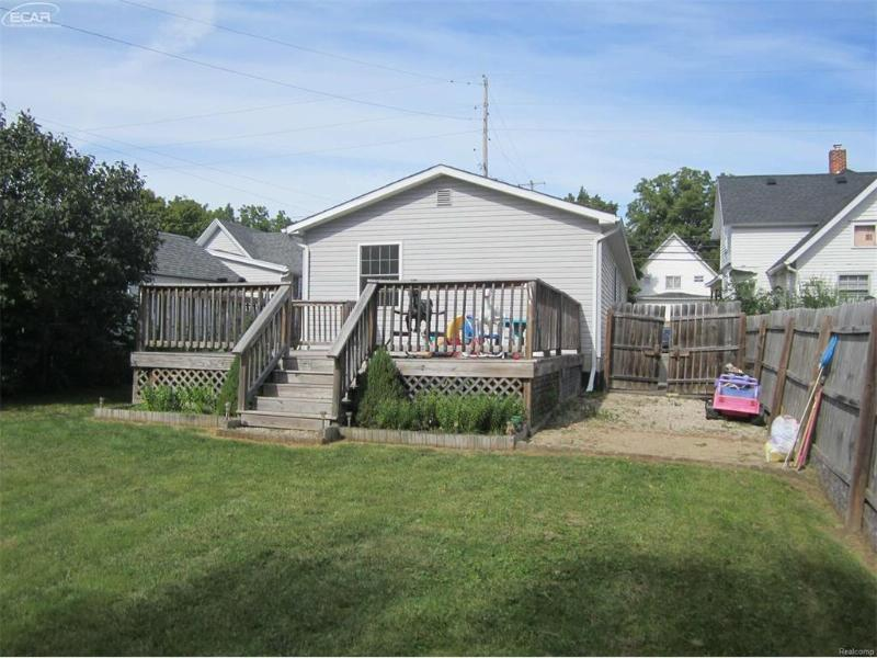 538  Corunna Ave,  Owosso, MI 48867 by Burrell Real Estate $64,900