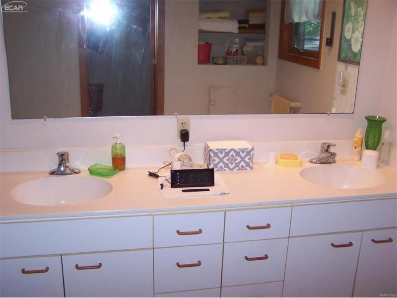 7156  River Rd,  Flushing, MI 48433 by Keller Williams Realty $219,734