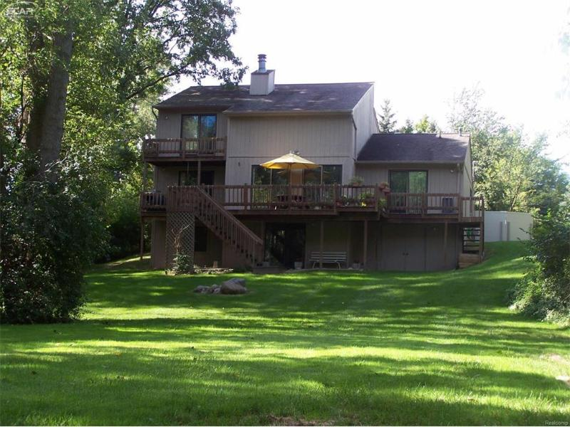 7156  River Rd,  Flushing, MI 48433 by Keller Williams Realty $219,734