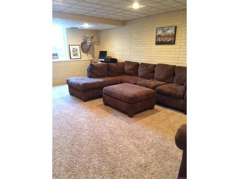8450 Waxwing Freeland, MI 48623 by Pinnacle Realty $183,500
