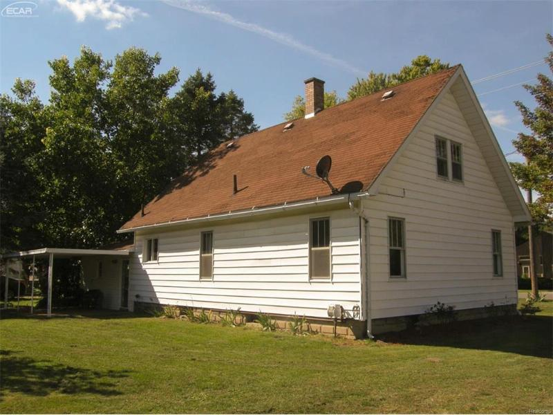 801 S Line St,  Chesaning, MI 48616 by Remax Tri County $67,500