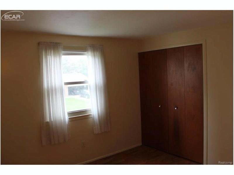 5404 Dorchester Drive Flushing, MI 48433 by Remax Town & Country $104,900
