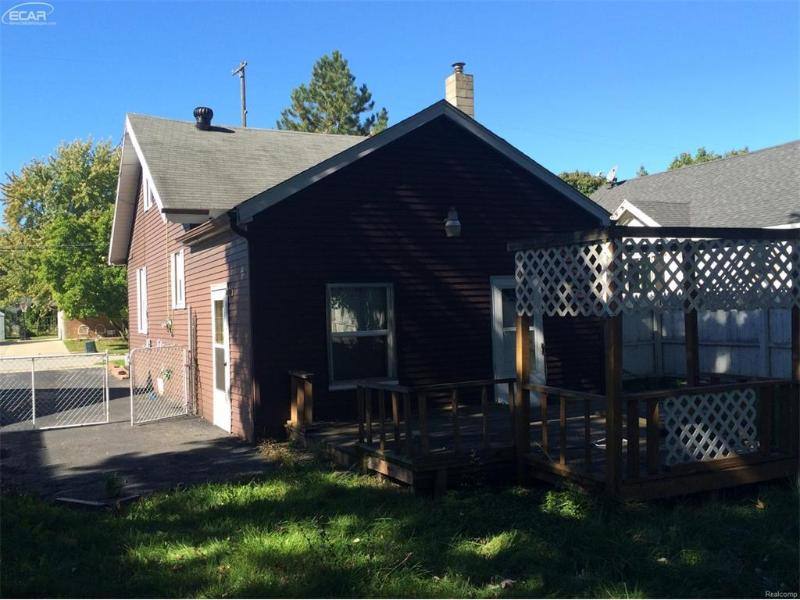 2264 Taft Saginaw, MI 48602 by Map Realty Llc $24,500