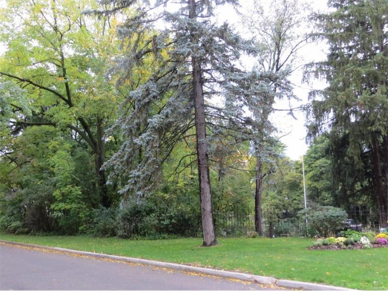 1619  Woodlawn Park Dr,  Flint, MI 48503 by Century 21 Metro Brokers $114,700