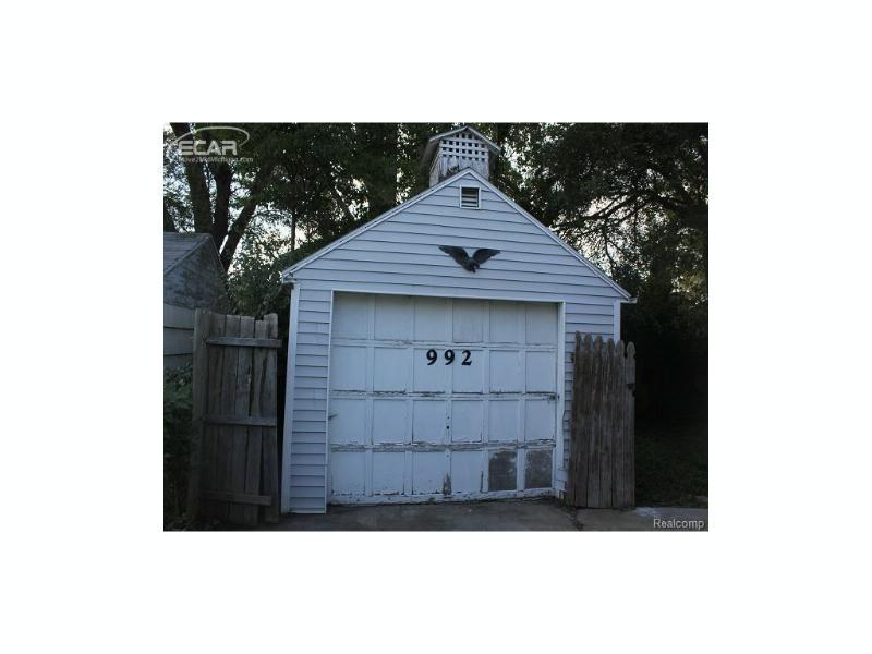 992  Hubbard Ave,  Flint, MI 48503 by Burrell Real Estate Inc. $8,000