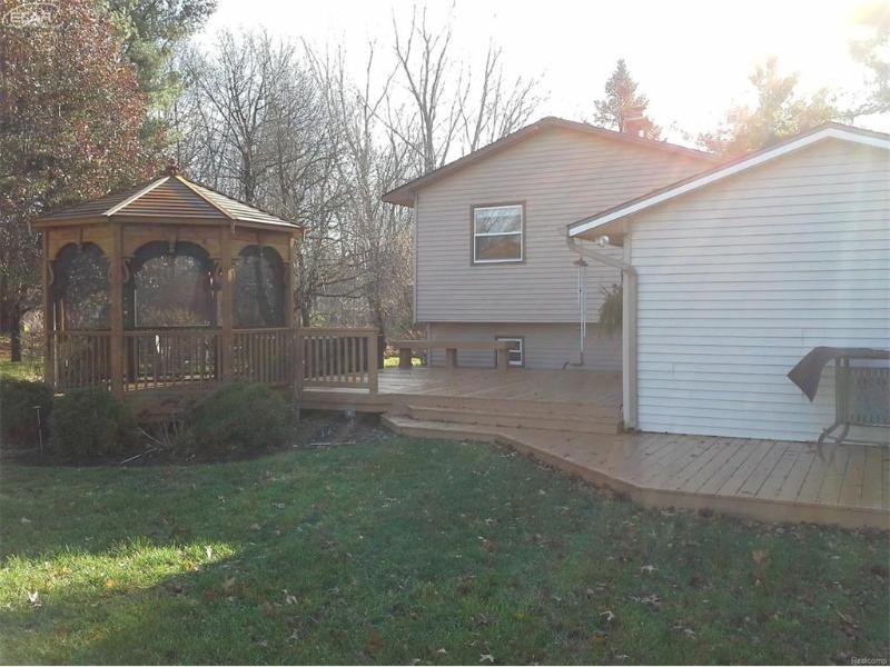 9367  Longmeadow Ct,  Fenton, MI 48430 by Remax Platinum Fenton $174,900
