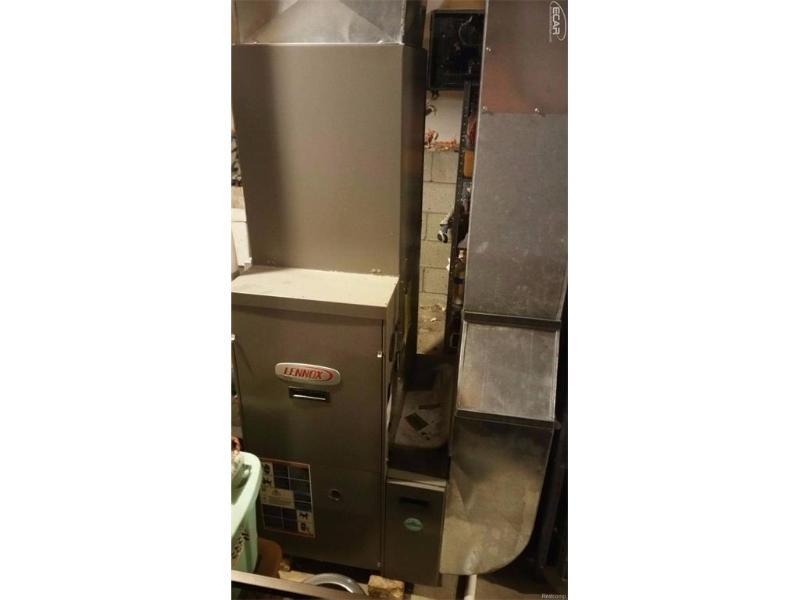 1501 W Vanvleet Rd,  Flushing, MI 48433 by Michele Blair $169,900