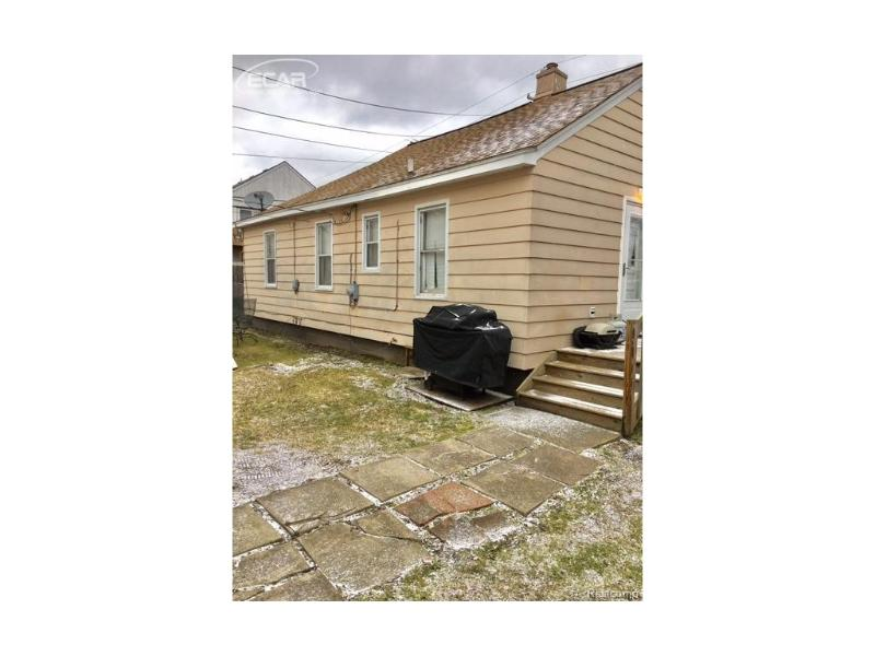 1540  Parkway,  Waterford, MI 48328 by Berkshire Hathaway Homeservices Michigan Real Esta $99,000