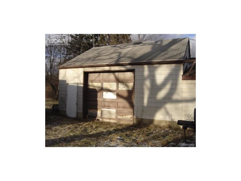 2097  Lavelle Rd,  Flint, MI 48504 by Remax Select $59,900