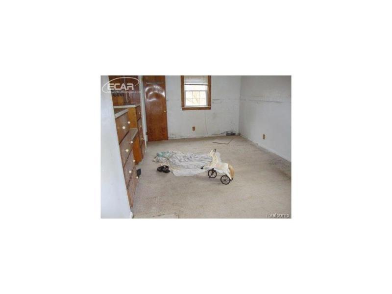 5040  Hartland Dr,  Flint, MI 48506 by Mcguirk Realty Inc. $13,500