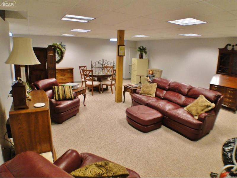 6465  Hartland Rd,  Fenton, MI 48430 by Keller Williams Realty $299,900