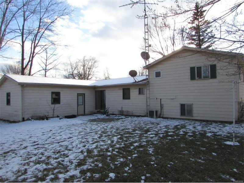 5321  Wakefield Rd,  Grand Blanc, MI 48439 by Remax Grande $98,900