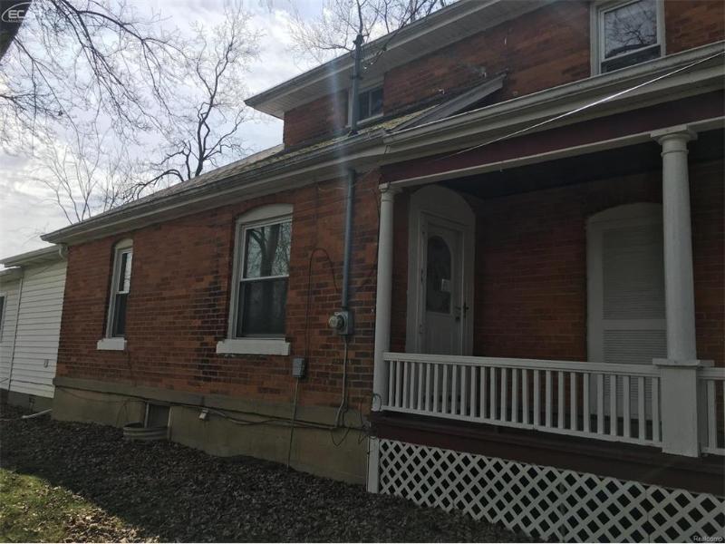 121  Sawyer St,  Grand Blanc, MI 48439 by First Real Estate $99,000