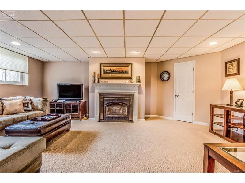 1400  Bone Rd,  Fenton, MI 48430 by Remax Platinum Fenton $225,000