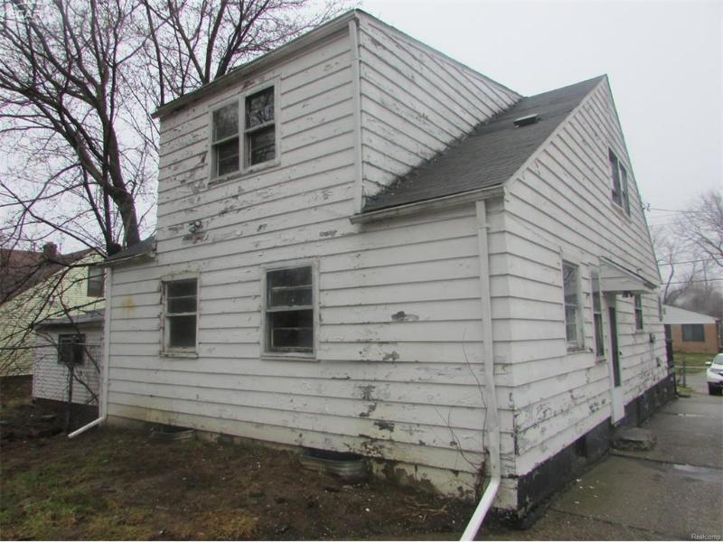 222 E Stewart Ave,  Flint, MI 48505 by Remax Grande $2,650