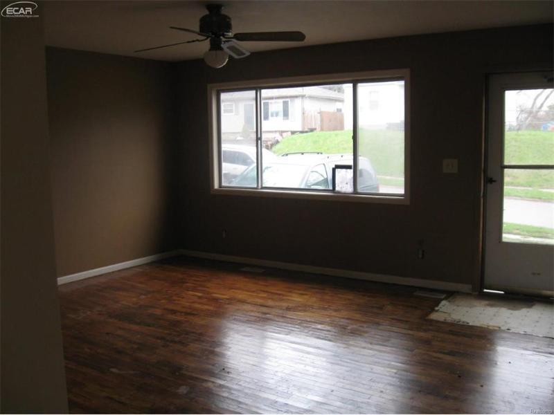 232  Tennyson Ave,  Flint, MI 48507 by James Realty $19,900