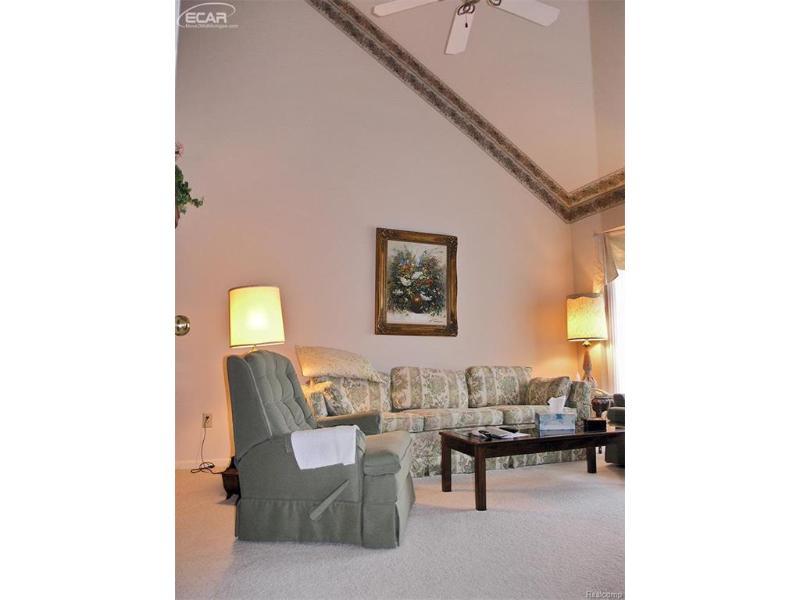 4529  Ravenwood Dr,  Grand Blanc, MI 48439 by Remax Grande $275,000