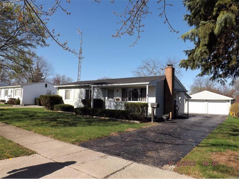 1005  Wiltshire Dr,  Owosso, MI 48867 by Remax Select $88,900