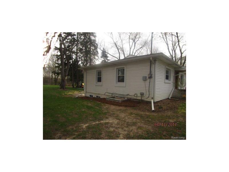 811 W Silver Lake Rd,  Fenton, MI 48430 by Legacy Realty Professionals $120,000