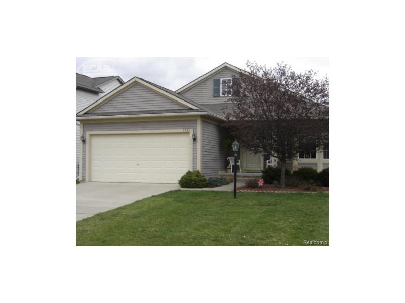 5223  Sandalwood Cir,  Grand Blanc, MI 48439 by Remax Select $149,900