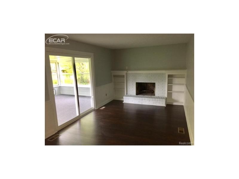 1306  Rollins St,  Grand Blanc, MI 48439 by Remax Platinum Fenton $1,500