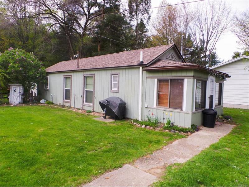 619 N 4th St,  Chesaning, MI 48616 by Remax Tri County $169,900