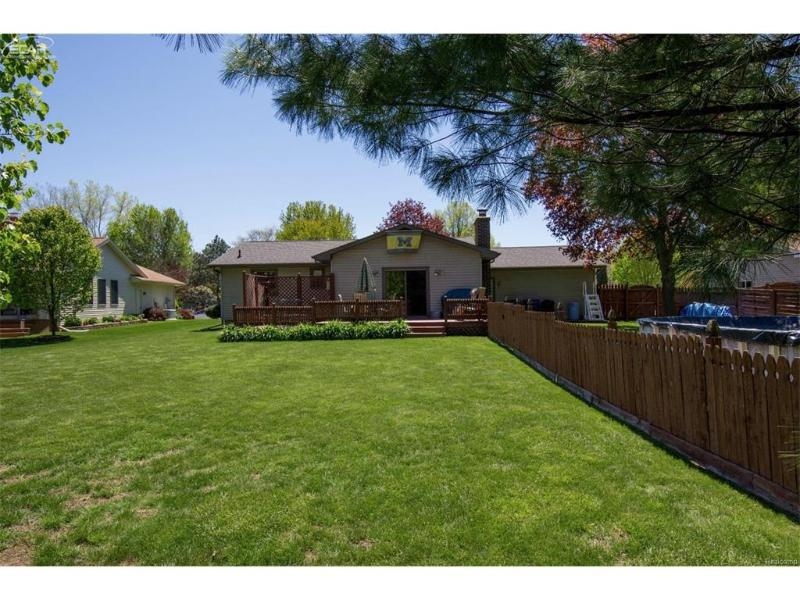 6220  Thorncliff Dr,  Swartz Creek, MI 48473 by Piper Realty Company $142,000