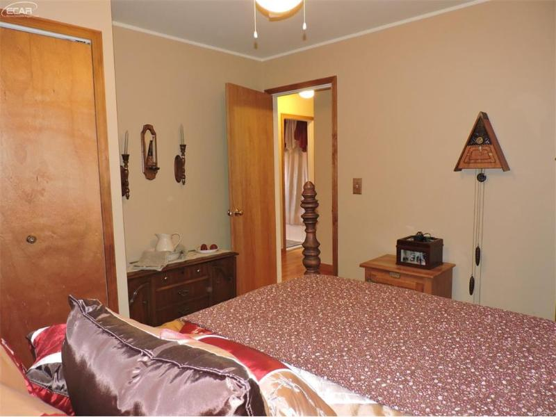 8051  Castleward,  Davison, MI 48423 by Century 21 Prestige $144,000