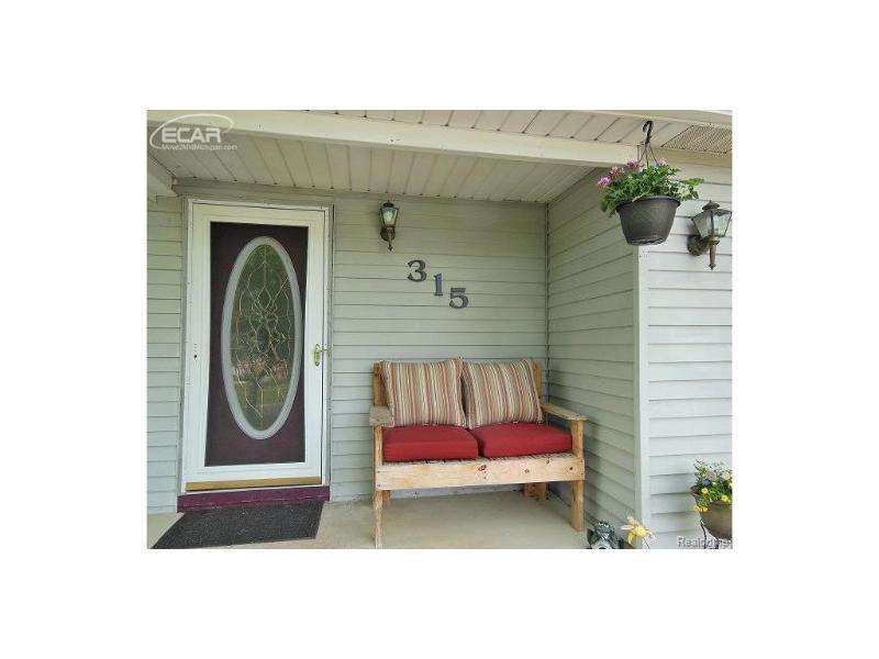 315  Mark Dr,  Flushing, MI 48433 by Century 21 Woodland Realty $149,900