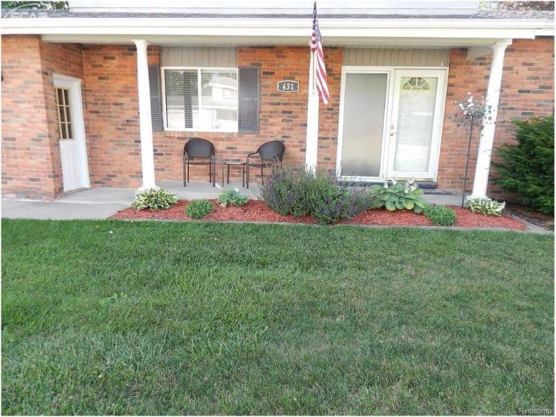 431  Oakwood Dr,  Flushing, MI 48433 by Remax Town & Country $144,900