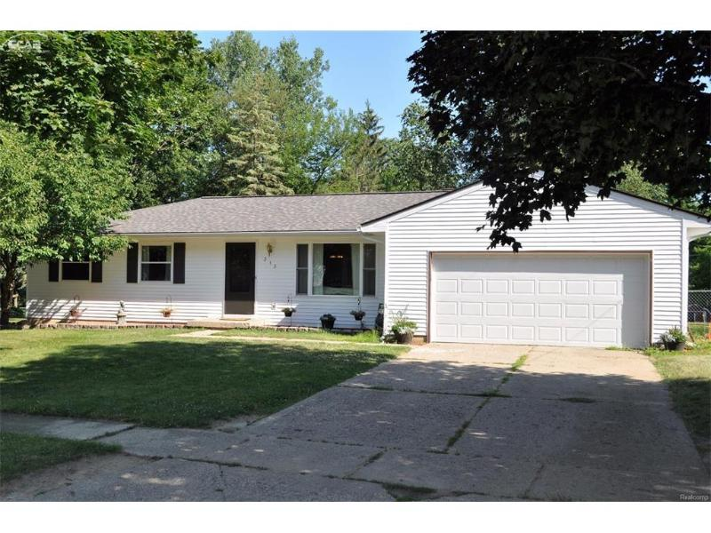 313  Dutchmill Dr,  Flushing, MI 48433 by Changingstreets.com $154,900