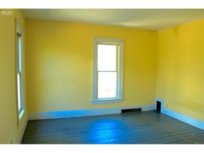 608 N Jackson St,  Bay City, MI 48708 by Jennifer Lasco Real Estate $55,000