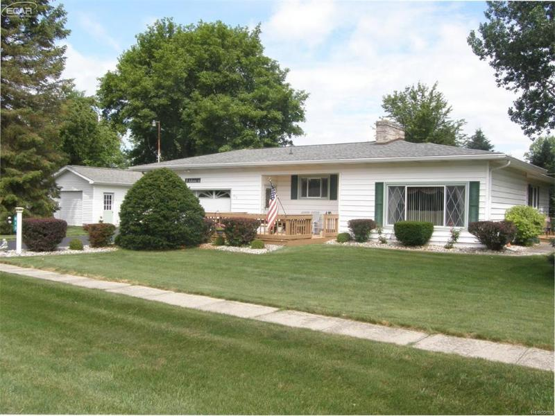 813 E Liberty St,  Chesaning, MI 48616 by Remax Tri County $89,900